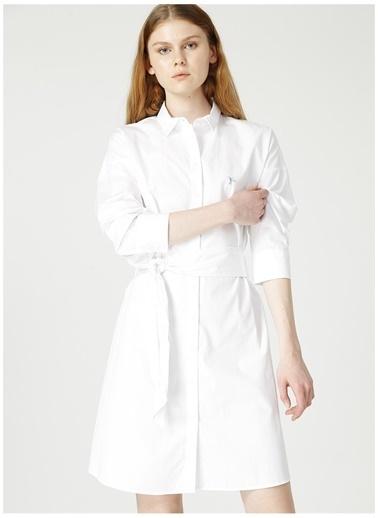 Fabrika Fabrika Koruyucu Maske İle Elbise Beyaz